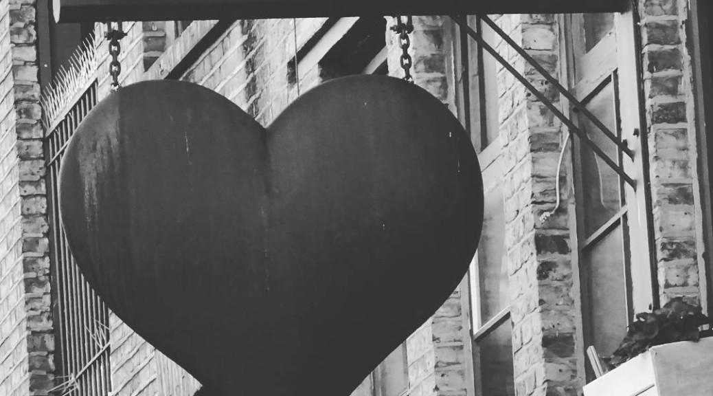 sinnemanie_London_black_heart_camden_town