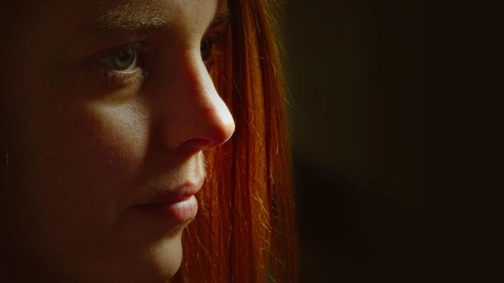 Sinnemanie, Licht und Schatten - Portrait Frau rote Haare